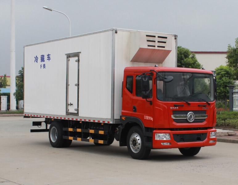 东风D9大多利卡7.8米冷藏车